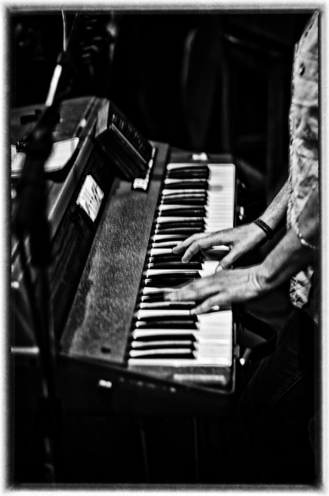 Vintage RMI keyboard